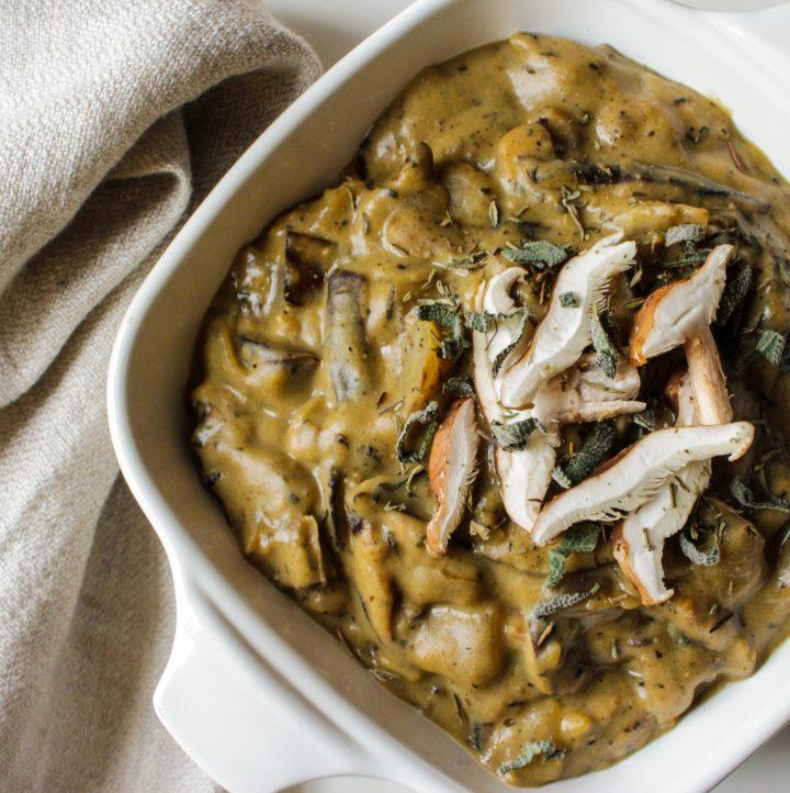 Hashtag Vegan • Creamy Vegan Mushroom Gravy